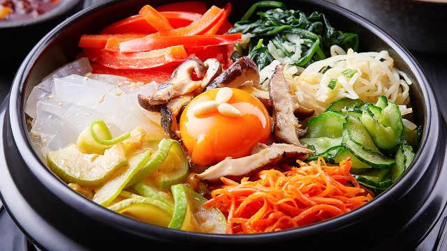 这样做正宗的石锅拌饭,料多味浓!