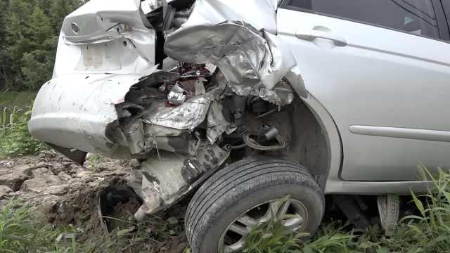 避让不及,三车连环相撞致一人身亡