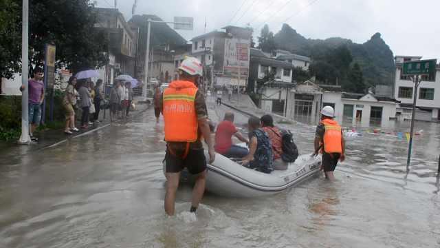 暴雨致集镇被淹,消防紧急疏散32人