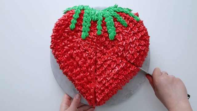 高颜值,内含惊喜的红色草莓蛋糕
