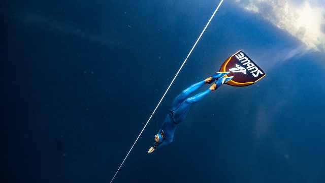 王奥林107米刷新自由潜国家记录!