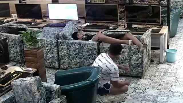 男子网吧包夜睡着,被小偷连偷三次