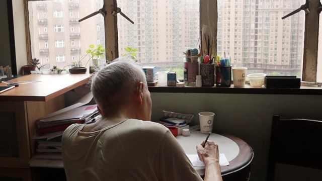 超暖心!85岁老人手绘漫画送交警