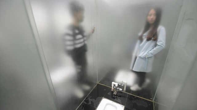 透明厕所,你敢挑战吗?