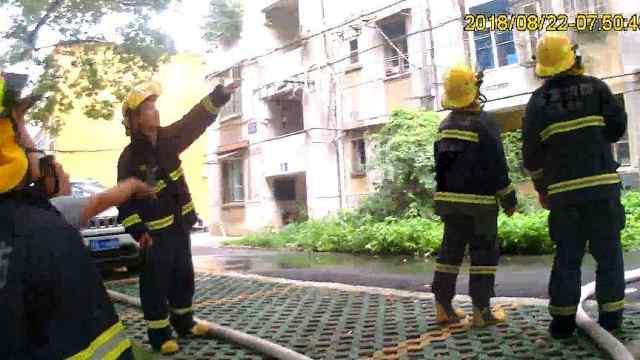 消防民警救火