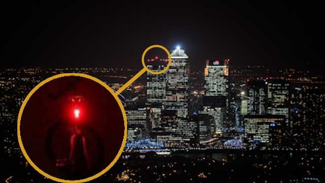 为什么晚上的高楼大厦顶层闪红灯?