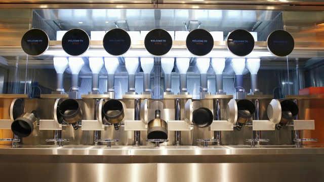 哈佛高材生开餐厅,机器人掌勺做饭