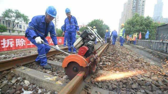为什么换掉的火车铁轨不能重新炼铁
