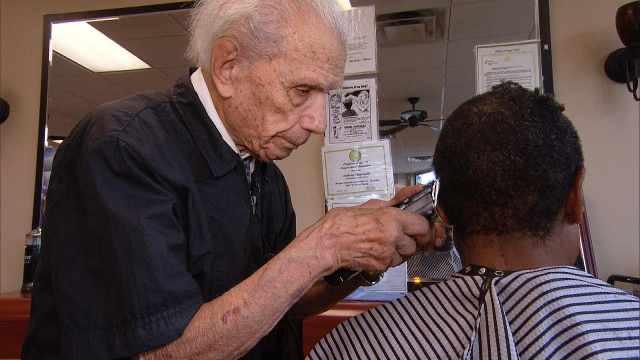 世上最高龄理发师,107岁仍未退休