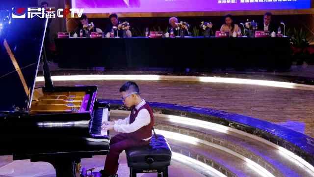 重庆琴童王品皓学琴一年半获国际奖