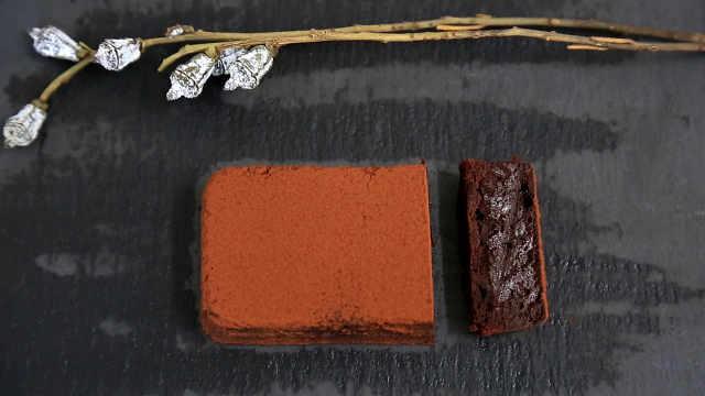 湿润热食巧克力蛋糕