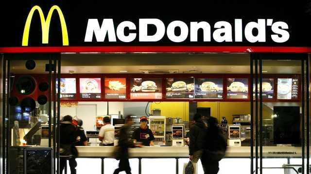 同样是排队,星巴克比麦当劳高端?