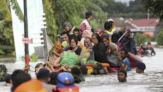 印尼暴雨引发洪灾,数千人被迫转移