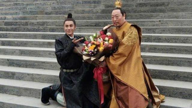 """陈坤为""""父皇""""苏大强庆生"""