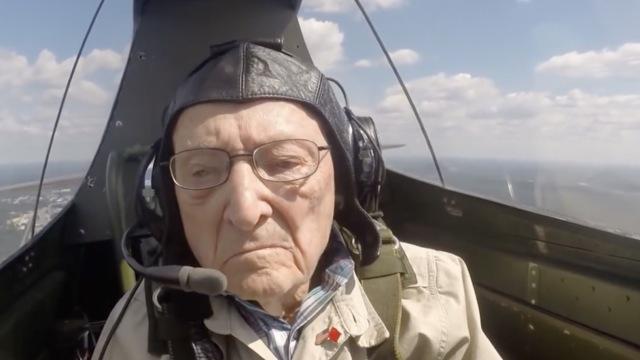 96岁飞虎队员时隔70年重返蓝天