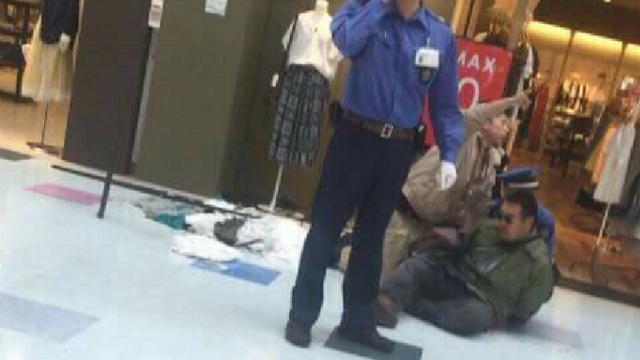 日男北海道商场随机砍人1死3伤