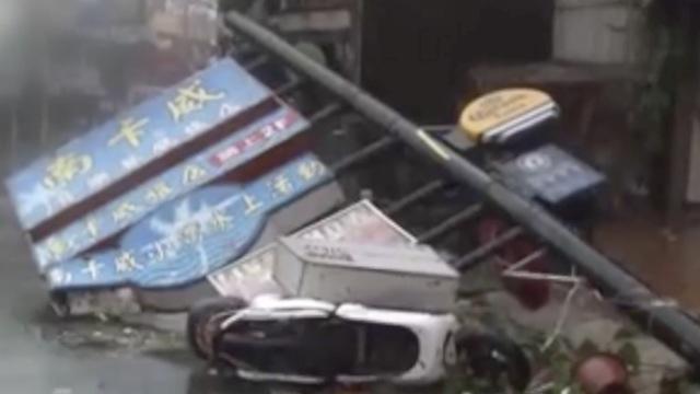 台风袭台83万户停电,灯塔连根起