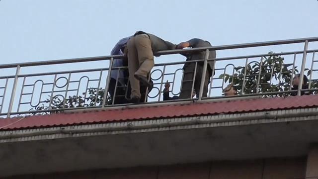 妻子酒店坠楼,丈夫跳楼讨说法