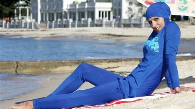法国警察要求穆斯林当众脱泳衣