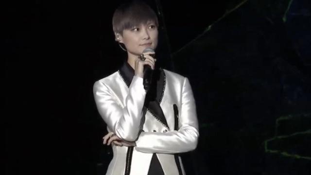 李宇春南京巡演:想到那时脆弱的我