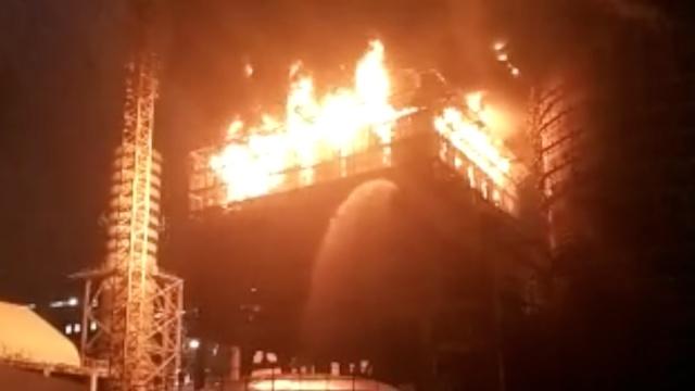 安徽一电厂起火,火花四溅有爆炸声