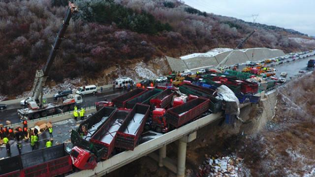 雪的教训!京昆高速车祸致17死37伤