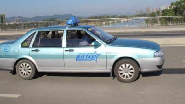 司机见警就溜,北京逮到克隆出租车