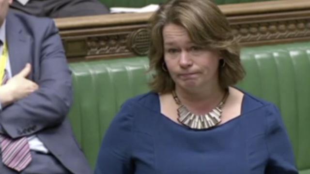 议员自曝14岁被强奸,反对施暴女性