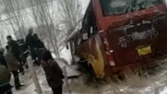 山西吕梁客车高速侧翻,有人员受伤