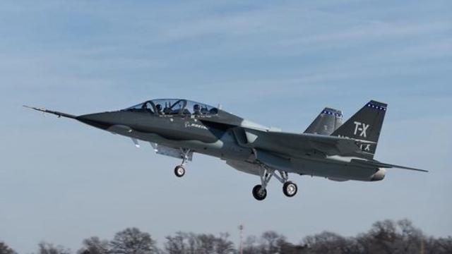 用来培训F-22飞行员,T-X教练机首飞