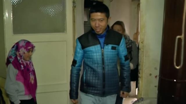 中国小伙在土耳其帮助叙利亚难民