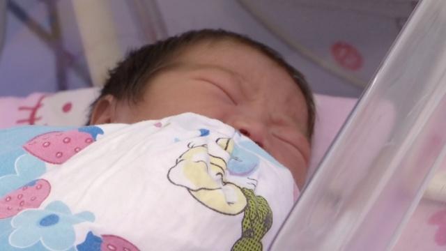 福建孕妇独自医院产女,后弃婴离开