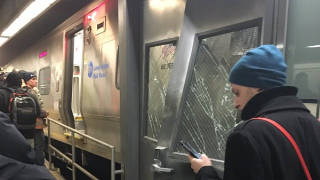 纽约长岛列车脱轨76人伤