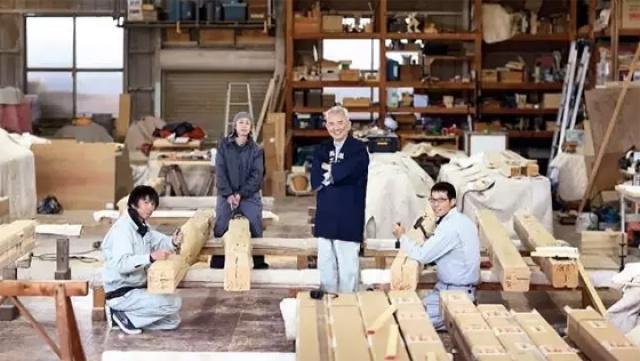 这些伟大建筑是这个木匠在默默维护