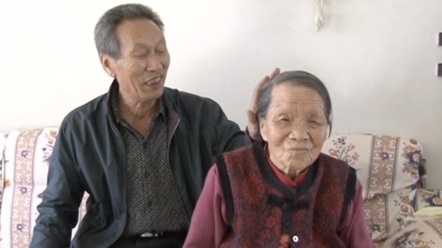 感动!妻患白血病,他照顾岳母30年