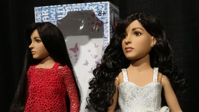 全球首个跨性别玩偶以她为原型