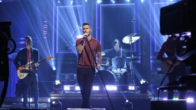 Maroon 5上肥伦秀,表演热单