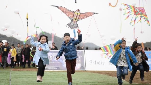 别人风筝赛得欢,你带孩子玩了没?