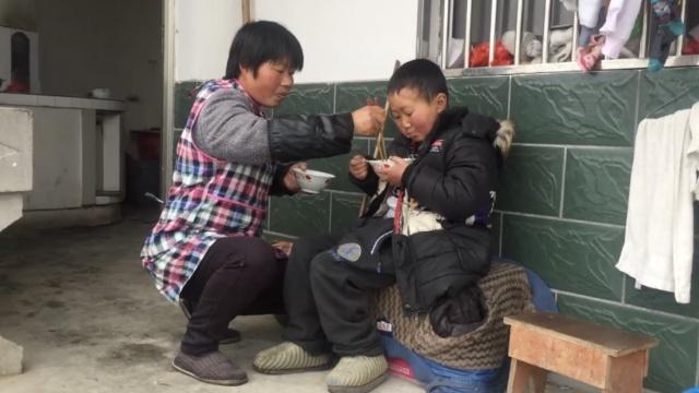 母子同患病,他想把生的希望留给妈