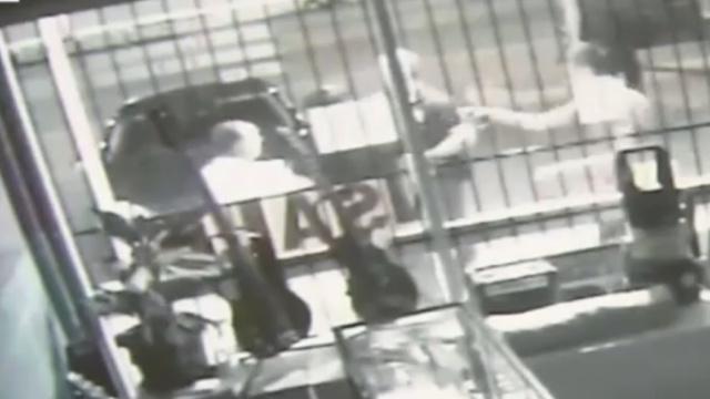 中国留学生送外卖,被12岁男孩刺伤