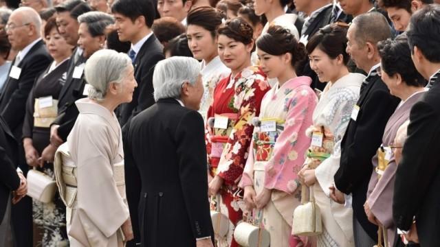 日本天皇一见福原爱就问:你老公呢