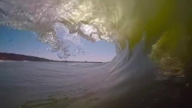 冲浪第一视角:水天的压迫与开阔