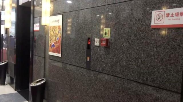 有按钮不见门,进电梯得用