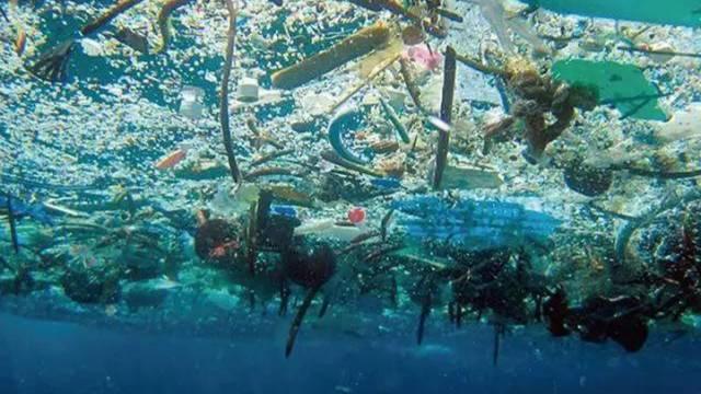 震惊!海洋已经被塑料垃圾包围了