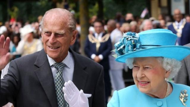 """95岁!英国菲利普亲王宣布""""退休"""""""