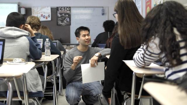这位华裔小伙被评为华盛顿最佳教师