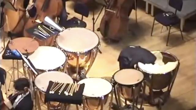 """""""蒙在鼓里""""竟然真是一种演奏手法"""