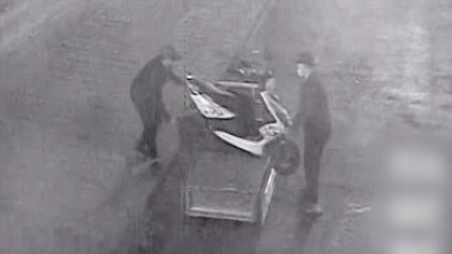 2人凌晨偷车被警察追,跑50米累瘫