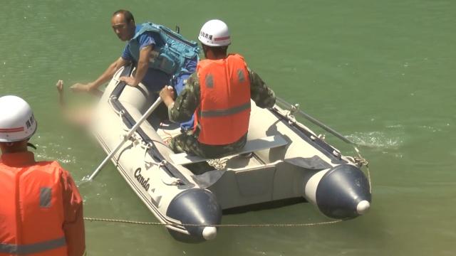 少年救2童后溺亡,捞起还是救人姿势
