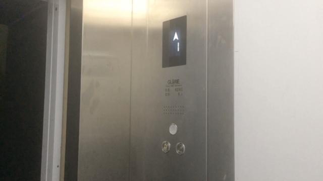 36户居民自筹180万,为老小区装电梯